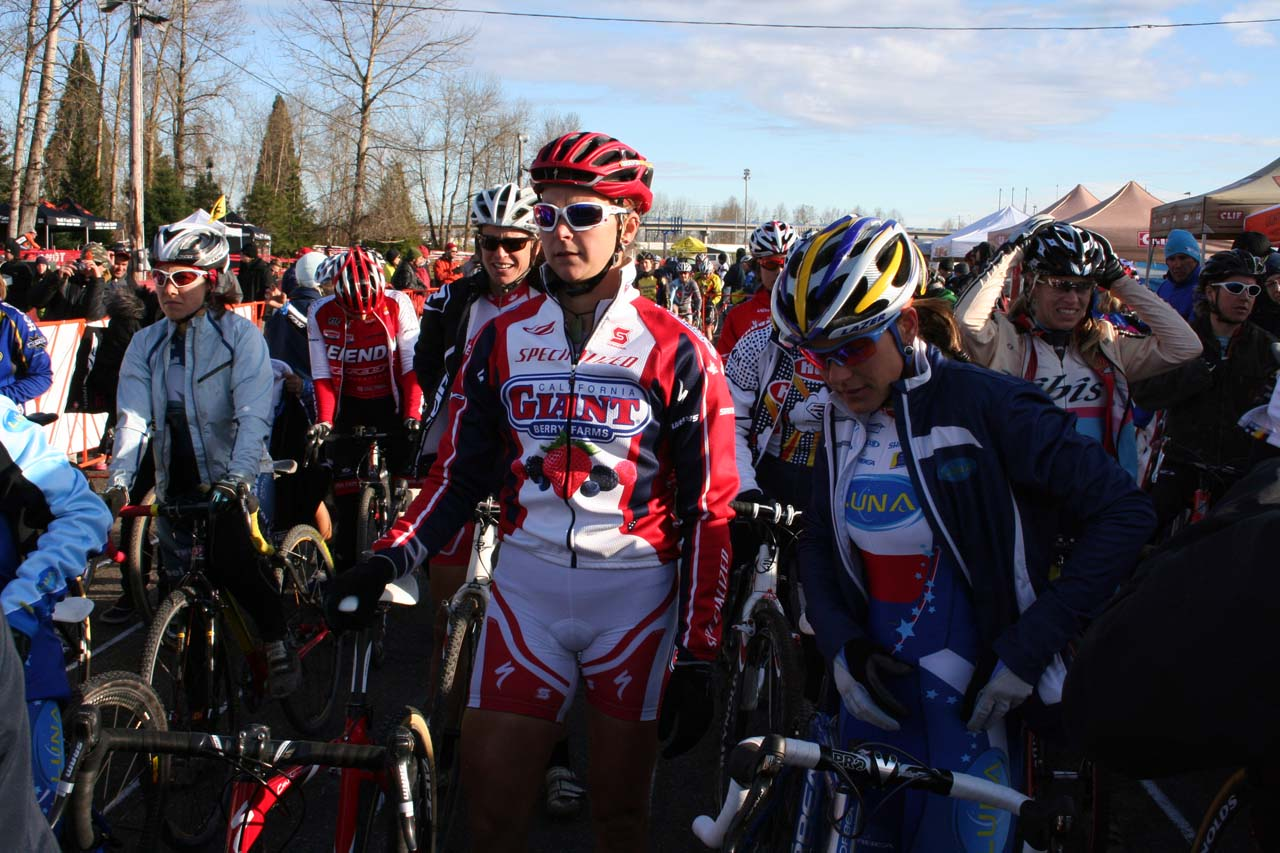 Elite women prepare for the start © Josh Liberles