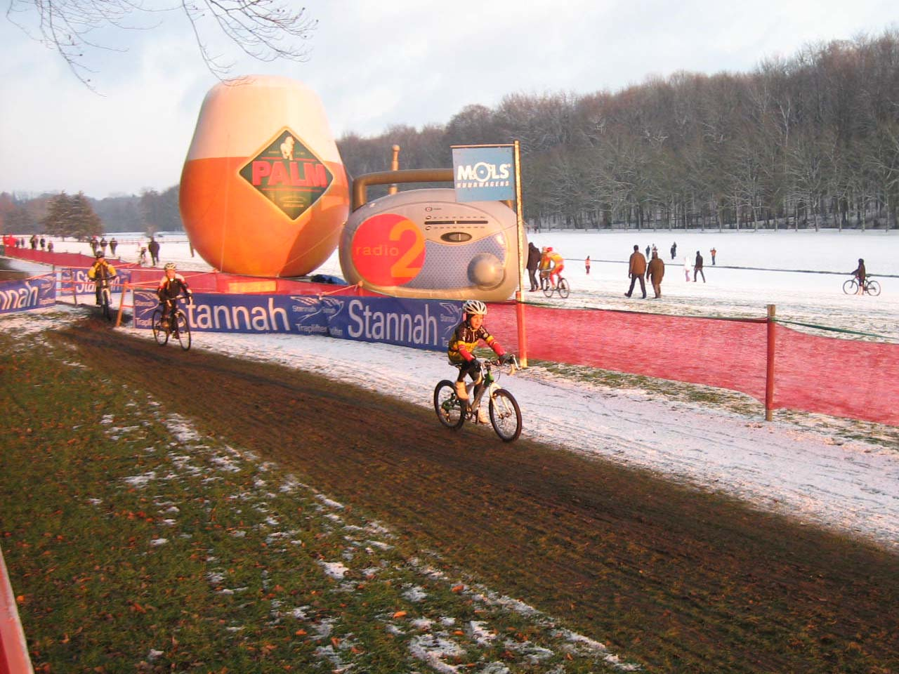 Thibau, son of Sven Nys, beating the other kids in Tervuren ? Christine Vardaros