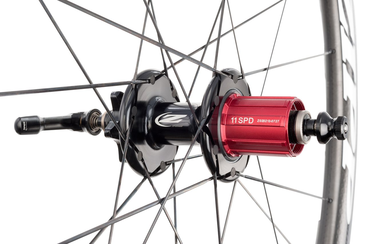 The new 11-speed compatible freehub on Zipp\'s 303 Firecrest disc brake carbon tubular wheelset. photo: Zipp