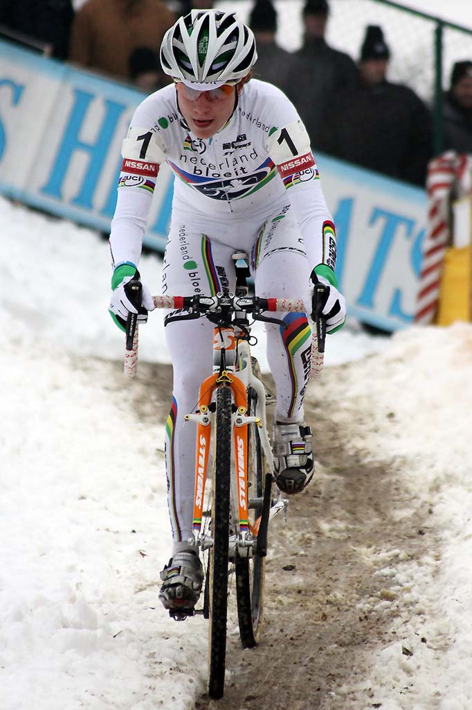 Marianne Vos races through Zolder. Will she keep those stripes? © Bart Hazen