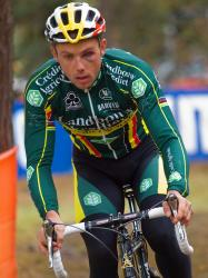 Sven Nys races with one good eye, by Krist Vanmelle