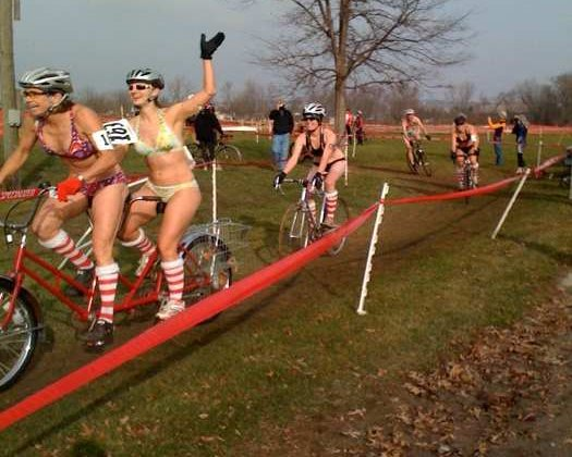 The bikini women take over the single speed race at Jingle Cross © CXMLive