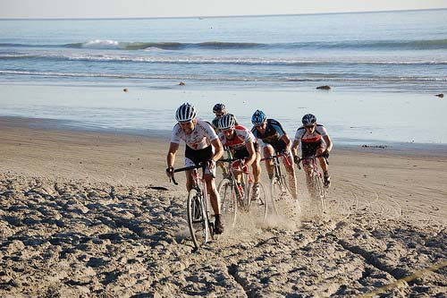 The Elite Men at SoCal's Storm the Beach cyclocross race. ©David Lawson