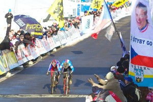 Czech Paprstka pips France's Alaphilippe at the line to win the Junior World title. © Joe Sales