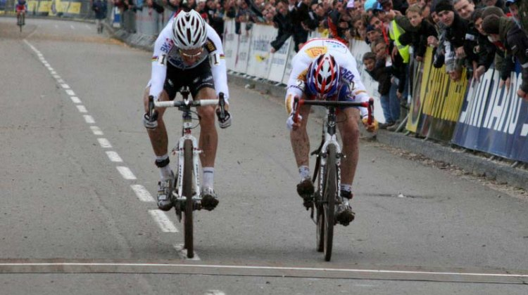It comes down to a bike throw between Albert and Stybar! © Bart Hazen