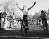 Zach McDonald from University of Washington took the Collegiate Men D1 Cyclocross National Championships.© Cyclocross Magazine