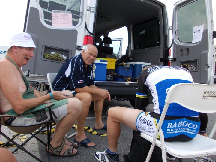 de pauw with mechanic Wilfried Van de Keere - ritchie denolf