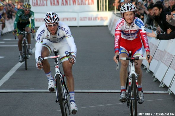 Pauwels takes the win at the GvA Troffee race in Hasselt. Bart Hazen