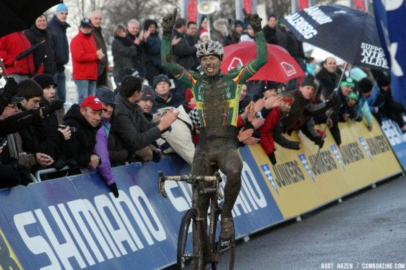 Sven Nys takes a muddy win.  © Bart Hazen