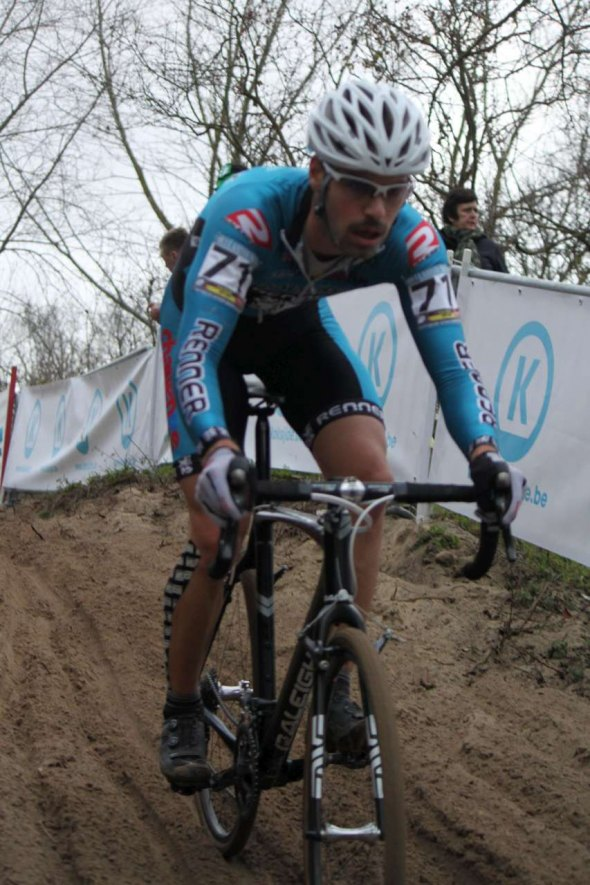 Richey descending in the sand of Koksijde.