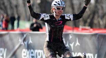 Katrina Dowidchuk of Team Tbb/Deep Blue takes the win in the womens 40-44 race. ©Steve Anderson