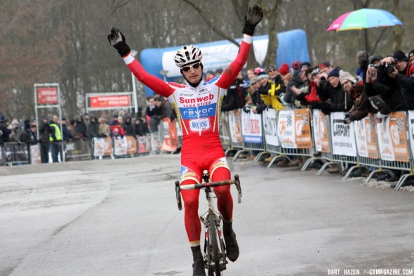 Pauwels takes the win at GP Heuts. Bart Hazen