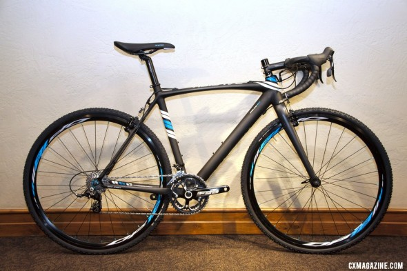 The $2500 carbon Raleigh 2013 RXC Cross Bike with SRAM Rival and Apex looks a lot like the Pro Disc but costs $3500 less. © Cyclocross Magazine