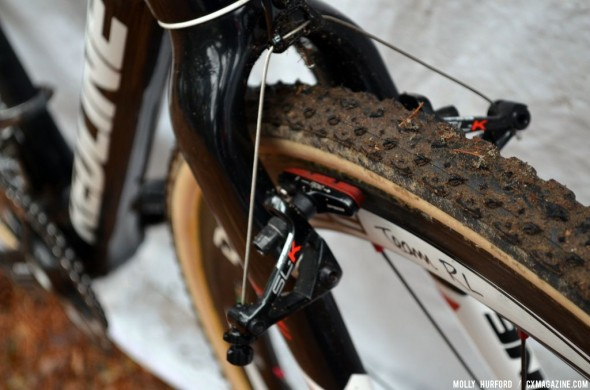A close look at Justin Lindine's Redline Carbon Conquest. © Cyclocross Magazine