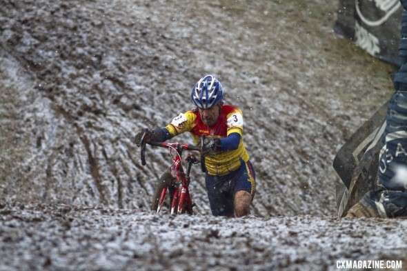 Victor Barnett surged to the win in the final lap © Cyclocross Magazine