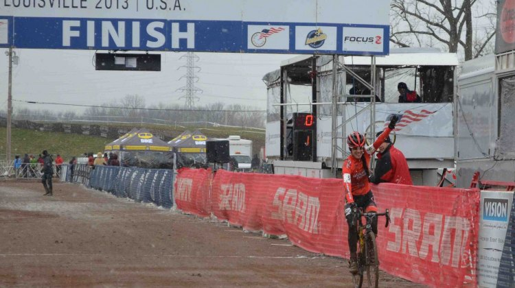Leale comes in for her win with no competitors in sight. © Cyclocross Magazine