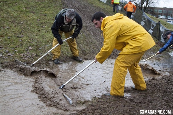 The tireless crew worked hard to drain the course of excessive water on day 2 of the Masters Cyclocross World Championships.