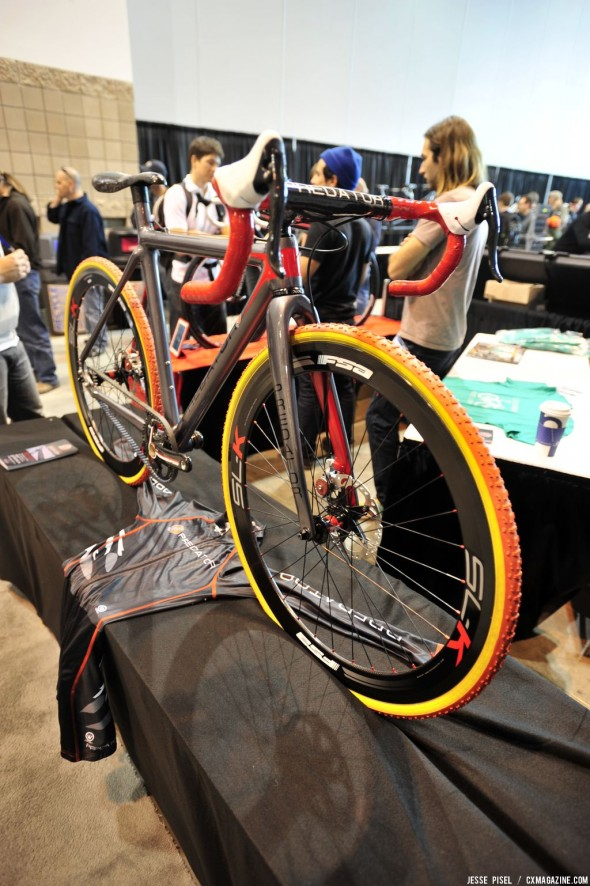 A look at Predator's Gates carbon belt drive, disc brake-equipped cyclocross bike. © Jesse Pisel