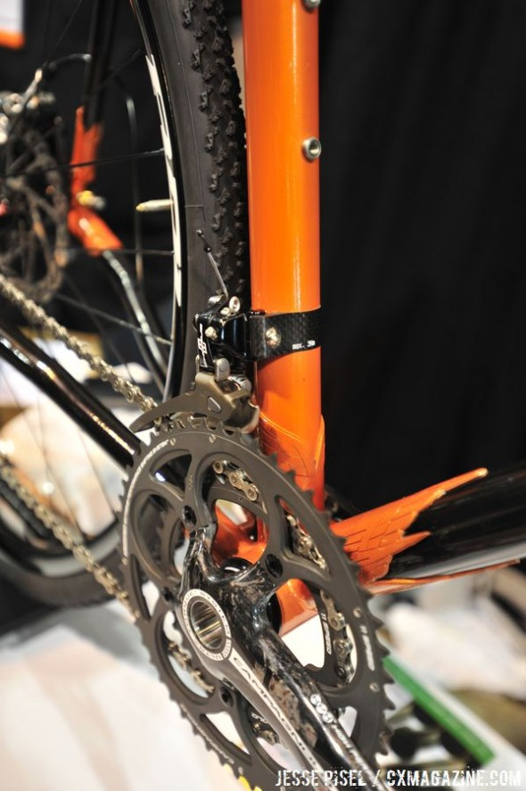 A Chorus 11 drivetrain helps move the bike, while Hayes CX-5 disc brakes help stop © Jesse Pisel