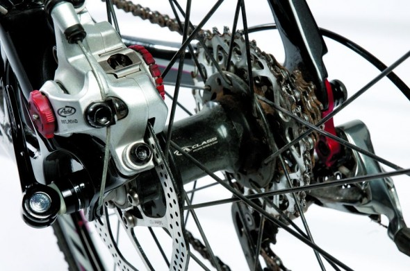 Avid's bb7 is the mechanical disc brake standard.