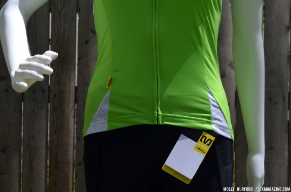 Full zip and banding at the bottom to keep the jersey from riding up make it a great choice. © Cyclocross Magazine