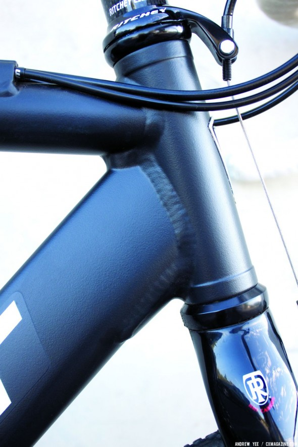 Massive welds and oversized tubing are balanced by a smooth Ritchey WCS fork. © Andrew Yee