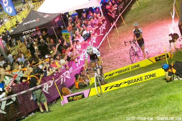 Sven Nys hops while Trebon runs. Cross Vegas 2013. © Cathy Fegan-Kim