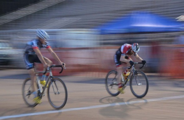Nck VanWinkle, left, edges out Thomas Turner for the Elite Men's win. © Trish Albert