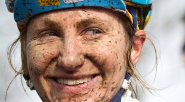 Amy Dombroski had a smile for everyone. © Nathan Hofferber / Cyclocross Magazine