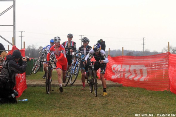 Johnson leads over the logs  on Day 2 of Jingle Cross Rock. © Michael McColgan