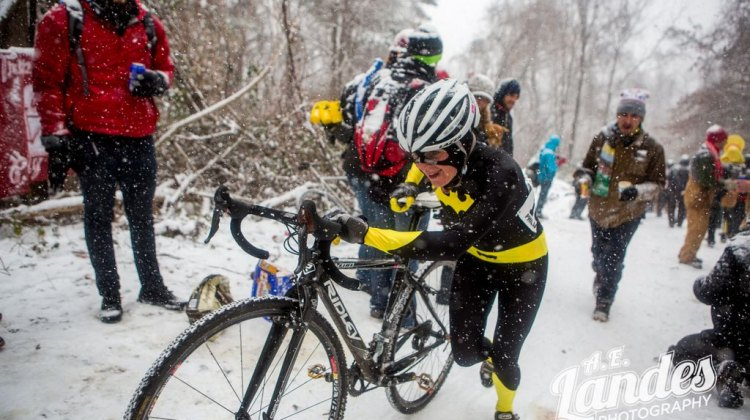 Vicki Barclay goes for the win at SSCXWC. © A.E Landes Photography