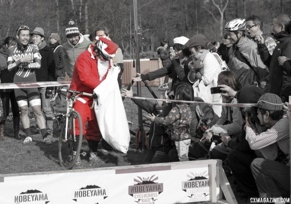 Santa makes sure he delivers joy to all good cyclocrossers. © Cyclocross Magazine