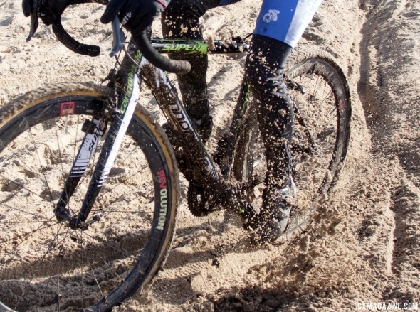 Sand and sun at the Supcat San Jose Series Final. © Cyclocross Magazine