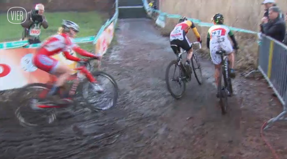 Sanne Cant leads Eva Lechner and Elle Anderson at the 2013 Superprestige Diegem race.