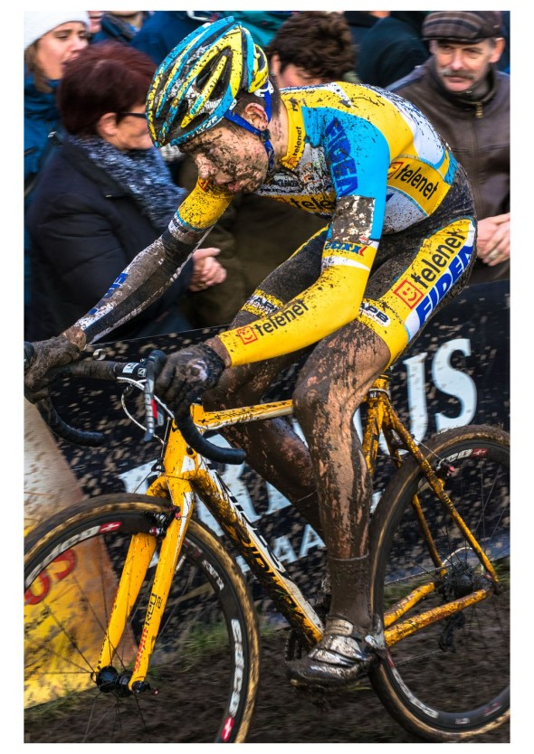 Wout van Aert finishing second in Jaarmaarktcross Niel against the pros. © Kurt van Hout