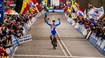 Stybar taking the win with Nys behind at UCI Cyclocross World Championships. © Thomas Van Bracht