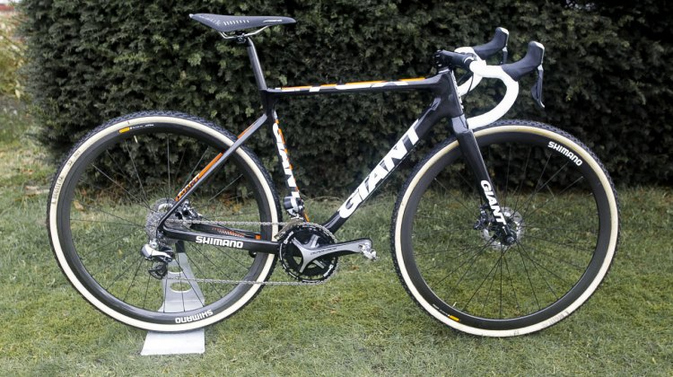 Marianne Vos' World Championship-winning Giant TCX Advanced with Shimano R785 Di2 and Hydraulic Disc Brakes, Rotor Q rings. © Anton Vos