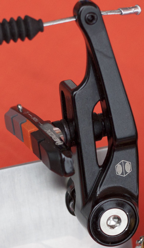 Box Components' Eclipse brake offers 35mm of pad adjustment and sealed bearing pivots. © Cyclocr