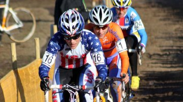 Katie Compton leads the elite break with Marianne Vos and Katerina Nash