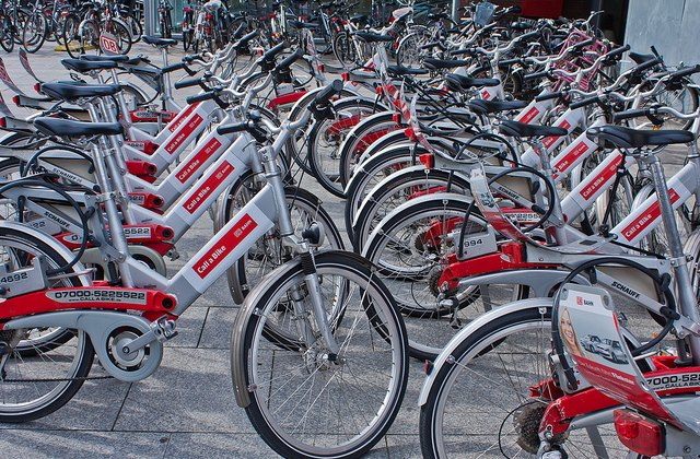 Bike shares are getting increasingly popular. © Flowizm via Flickr
