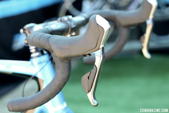 Raleigh's 2015 RXC Pro Disc features the latest from Shimano with hydraulic and electronic controls. © Cyclocross Magazine