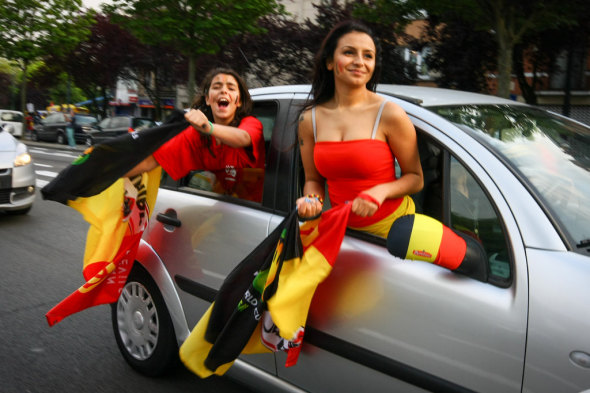 No winter clothes here: Belgians celebrate a summer victory World Cup. © koinsky on flickr