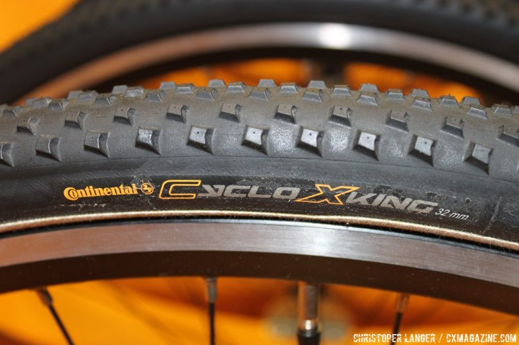The CycloX King is a 32 mm allrounder with a latex tube, 180 tpi and uses the Black Chili Compound for improved traction in wet conditions. © Christopher Langer