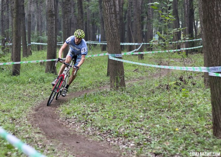 Carl Decker racing to fifth in China riding on borrowed everything but shoes. © Cyclocross Magazine