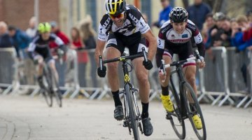 Geoff Kabush beats Michael van den Ham by one second at the Manitoba Grand Prix of Cyclocross © David Lipnowski