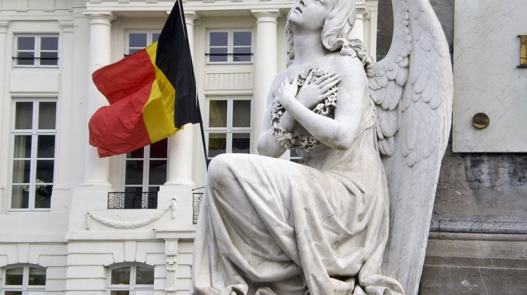 Is Elle Anderson feeling this way about her new home in Belgium? She takes us through a week of her life. (photo: Martyr's Square, Belgium by Dr. Les Sachs via flickr)