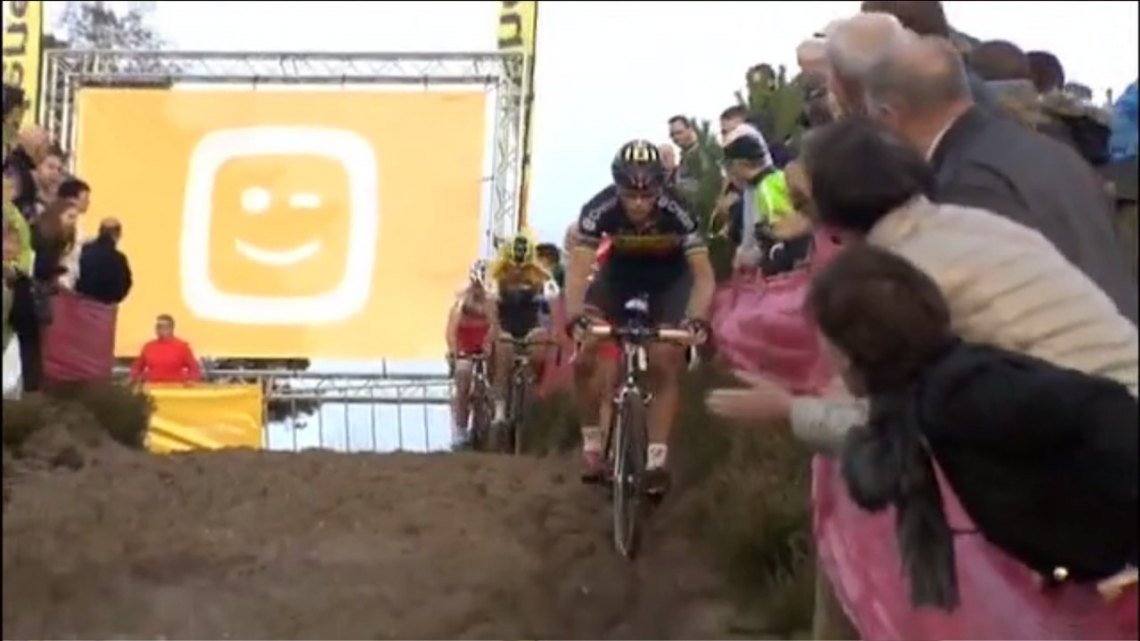 Yet another epic battle of cyclocross this year amidst a great season, presented by CXHairs.com. Photo capture from UCI.