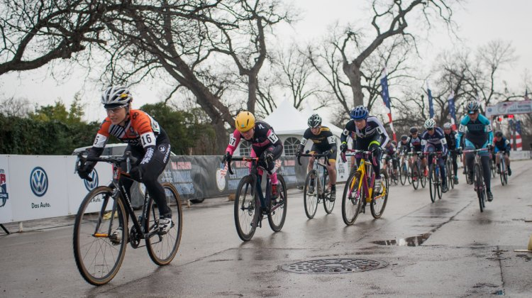 A wet start to the Women's 30-34 race. © Brian Nelson