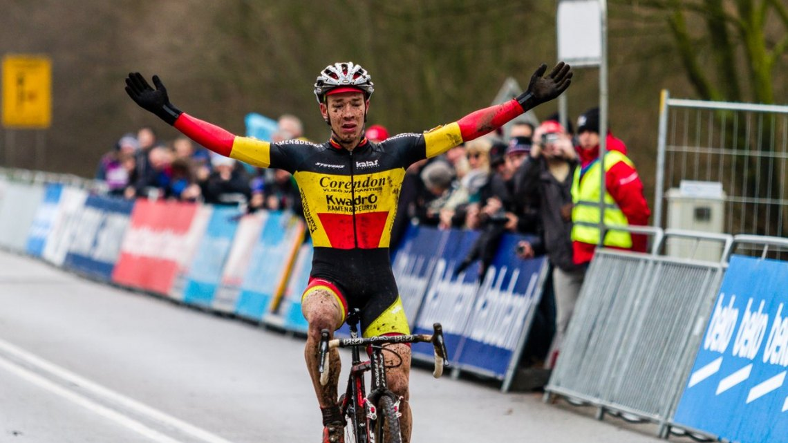 Laurens Sweeck able to brush off the events of the last ten days to go on to win at Hoogerheide. © Thomas van Bracht / Cyclocross Magazine