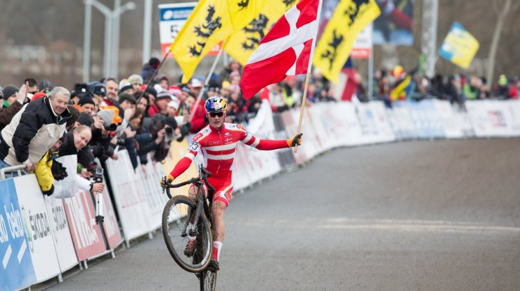 Simon Andreassen Wins the 2015 Junior Men's Title in Style. © Mike Albright / Cyclocross Magazine